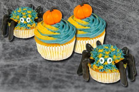 Halloween-Kürbis- und Krabbelcupcakes