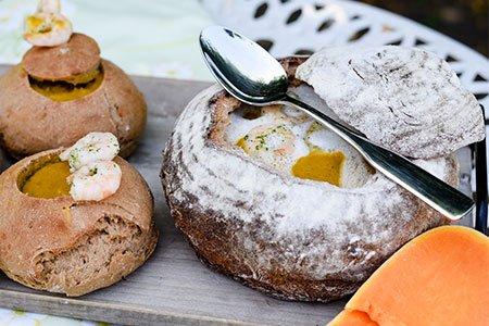 Brotschüssel für Kürbissuppe