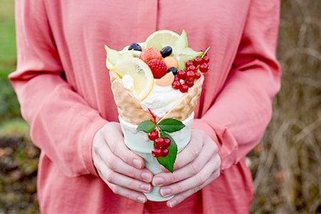 Fruchtiger Obst-Sahne-Becher