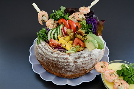 Bread Bowl mit Salat & Mangodressing