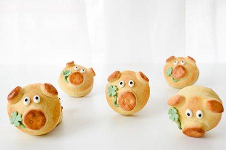 Glücksschweinchen aus Hefeteig für Silvester