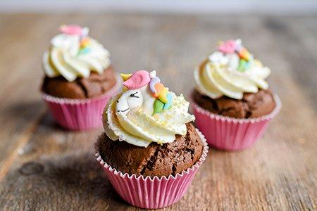 Schokoladige Einhorn-Cupcakes