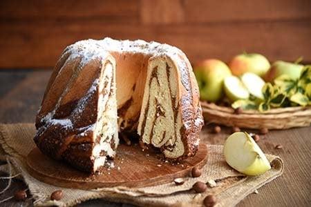 Apfel-Nuss-Gugelhupf