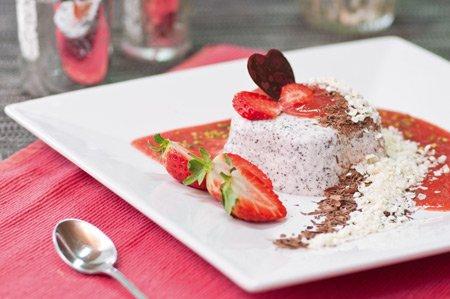 Mohn-Parfait mit Erdbeeren