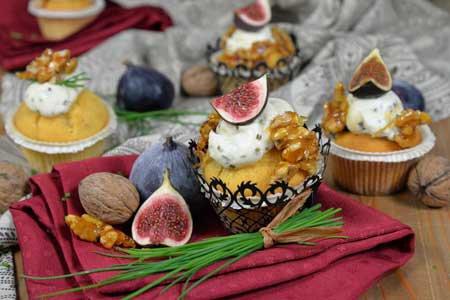 Feigen-Cupcake mit Ziegenkäsetopping und Walnüssen