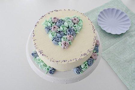 Sommerliche Blumen-Torte