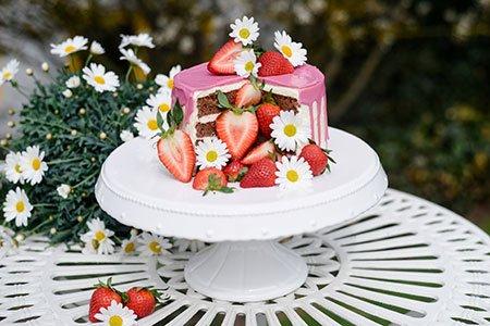 Pinata Cake mit Erdbeeren